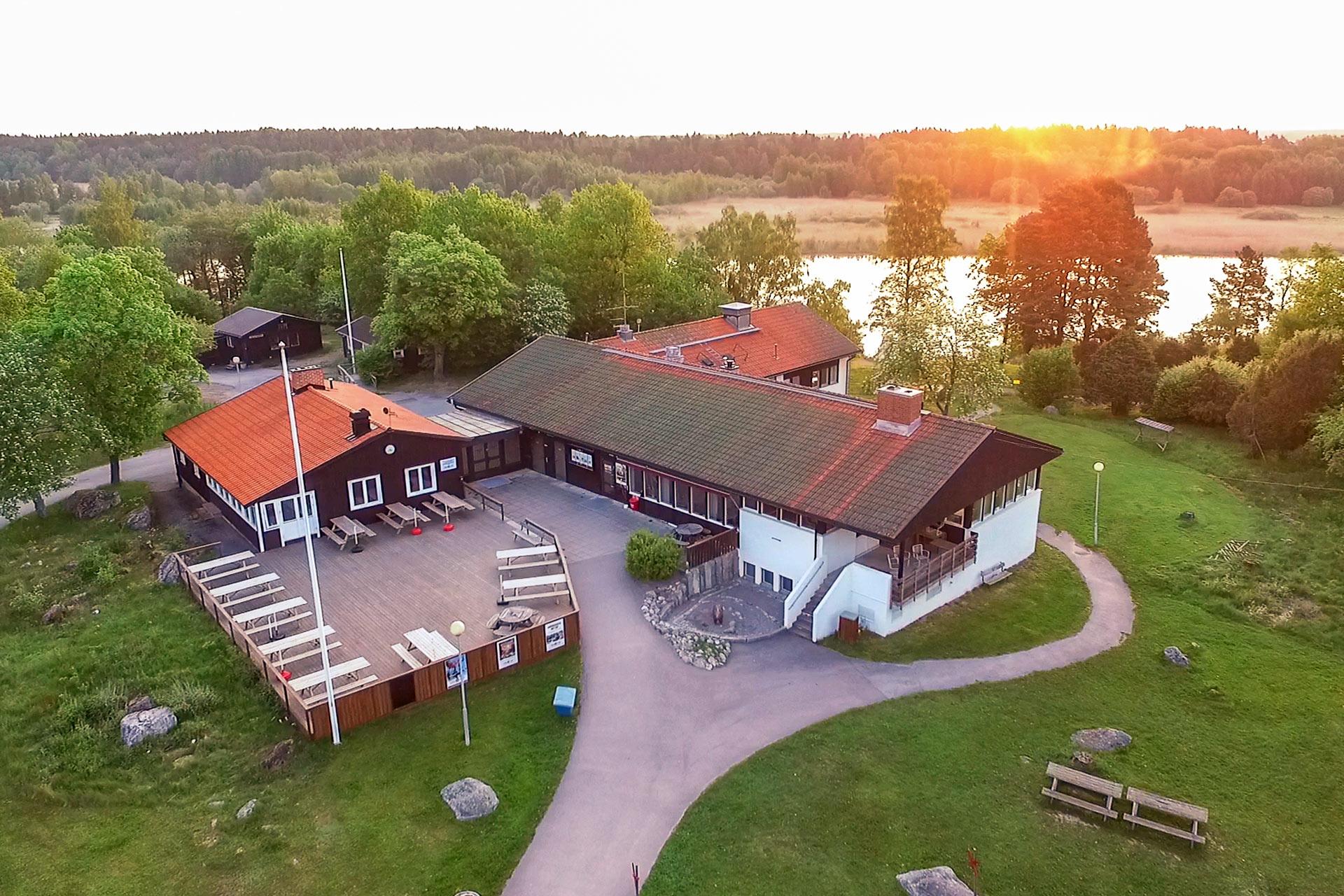 Björnögården på Björnö i Västerås en sommarkväll. Fotograf: Mia Björkström
