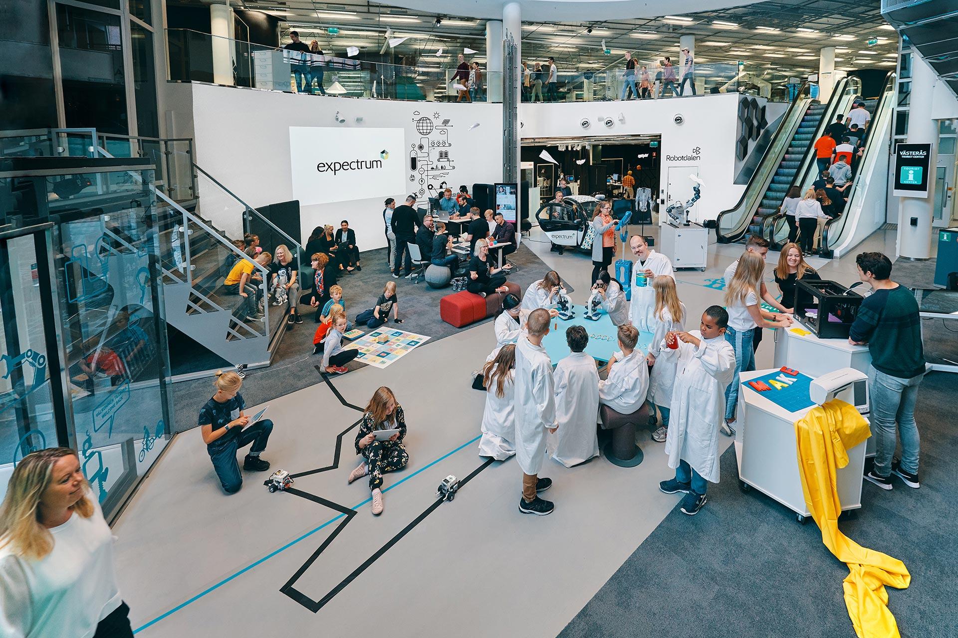 Skola, företag och organisationer möts på expectrum i Västerås. Fotograf: Af Adam
